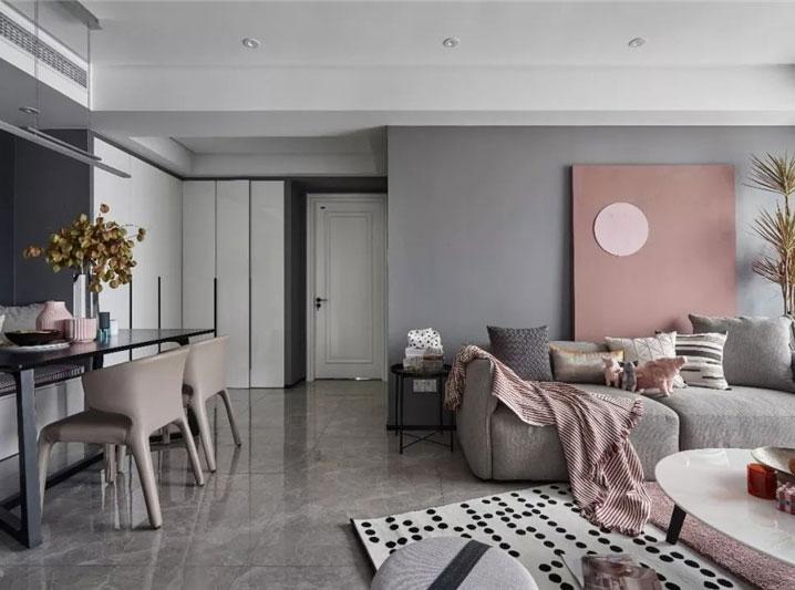 煙粉與高級灰巧妙搭配的平層公寓裝修